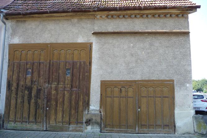 Weiter 8 Mehlschwalben-Doppelnester wurden an der anderen Seite der Scheune angebracht.  Foto: NABU Nürtingen / C. Burgey