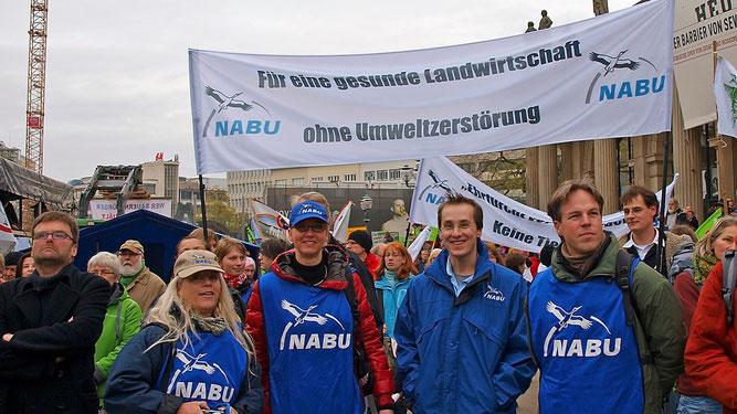 Der NABU engagiert sich auch politisch. Mit Ihrer Hilfe verleihen Sie der Stimme des NABU mehr Gewicht. - Foto: Kathy Büscher