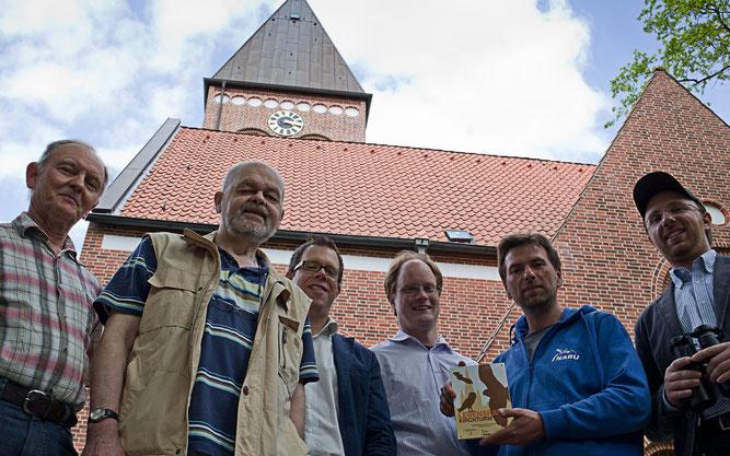 """Gemeinsam für mehr Artenschutz: Bei der Aktion """"Lebensraum Kirchturm"""" arbeiten NABU-Gruppen und Kirchen zusammen Foto: NABU/T. Domuth"""