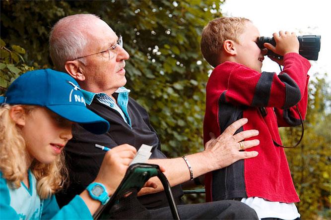 Vogelbeobachtung zur Stunde der Gartenvögel - Foto. NABU/Paulo dos Santos