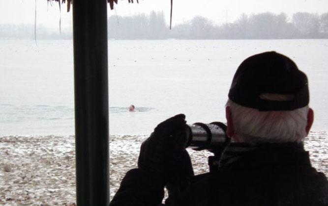 Eisregen und Badegäste in Januar 2013