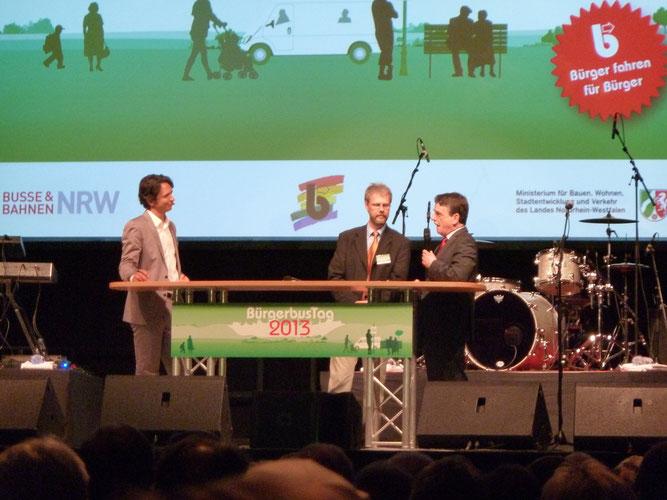 Am 9. Juni fand in Duisburg der Bürgerbustag 2013 mit dem NRW-Verkehrsminister Groschek statt