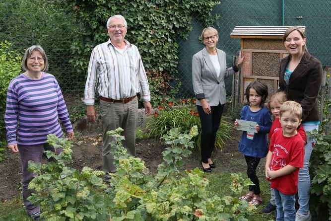 Das NABU-Insektenhotel der KITA-Flohkiste wird offiziell eingeweiht