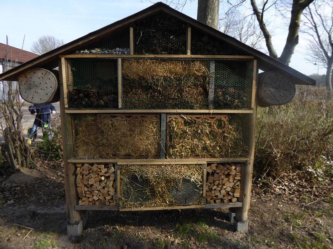 Insektenhotel Kita Atzelberg, finanziell unterstützt durch NABU Groß-Gerau
