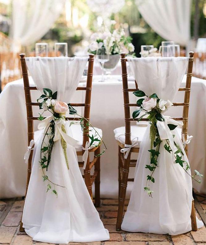 arreglo de flores para sillas