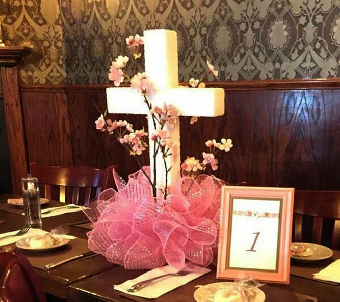 arreglo de mesa cruz para bautizo
