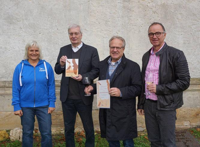 Von links nach rechts: Barbara Geiger, Pfarrer Markus Warsberg, Wolfgang Schmitt und Uwe Zentel. Bild: Katja Zentel