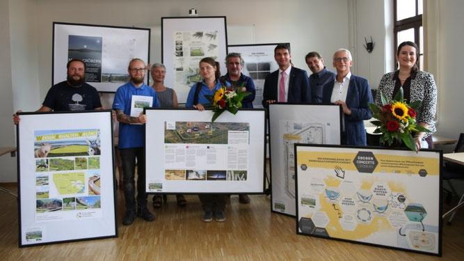 Sabrina Rötsch und Kevin Klein vom NABU Leipzig haben die Idee für die Nachnutzung der Deponie entwickelt und waren bei der Preisverleihung dabei.