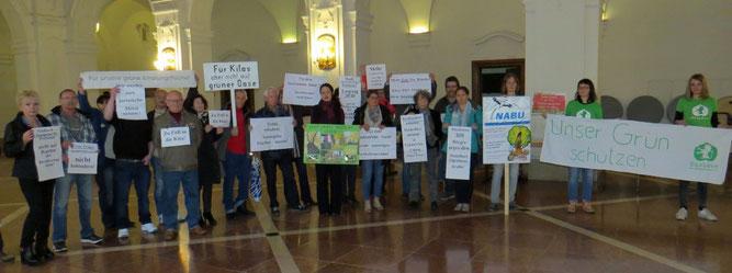 Demonstration der Anwohner gemeinsam mit NABU und Ökolöwe. Foto: Karsten Peterlein
