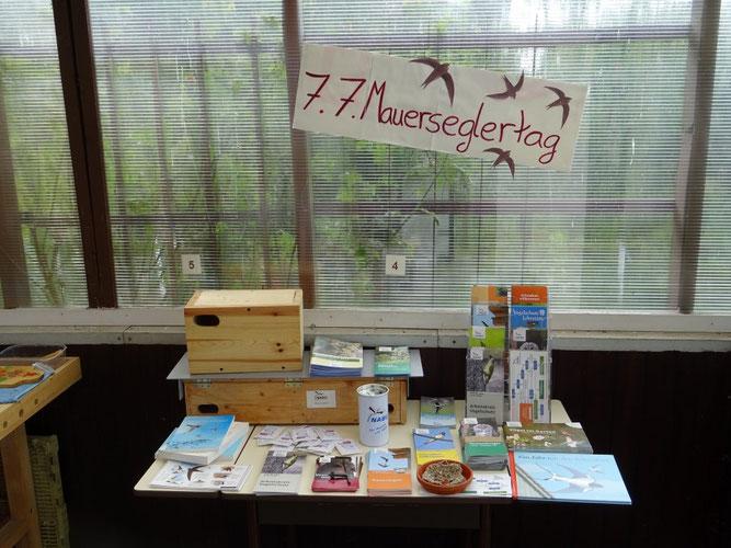 Informationsmaterial in der Wildvogelhilfe des NABU Leipzig. Foto: Carola Bodsch