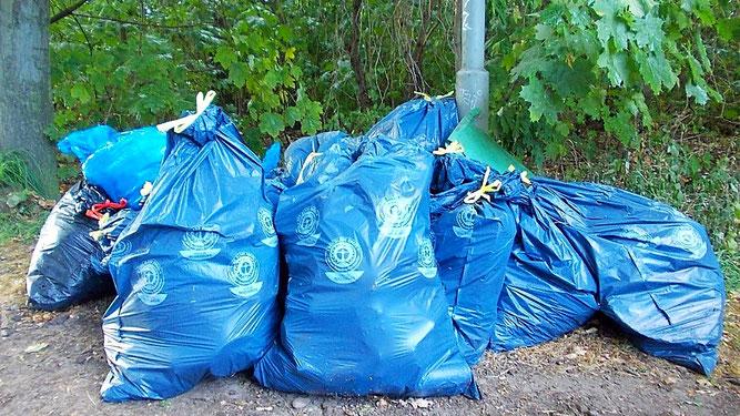 Ergebnis der Müllsammelaktion: Fast 200 Kilogramm Unrat in 17 großen Müllsäcken. Foto: René Sievert