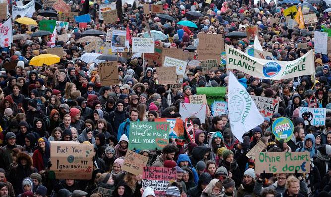 Rund 10.000 Demonstranten allein in Leipzig - ein deutliches Zeichen an die Politiker! Foto: Sebastian Willnow