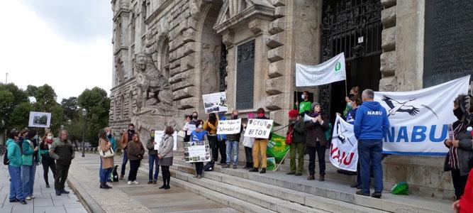 Der NABU Leipzig beteiligte sich an der Demonstration vor dem Neuen Rathaus. Foto: René Sievert