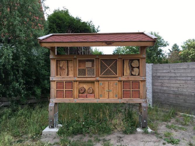 Wildbienen-Nisthilfe am Stadtfriedhof Celle