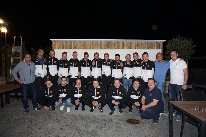 """Die erste Mannschaft zu Gast beim Sponsor """"Eden Eventbar"""" in Sempach Station"""
