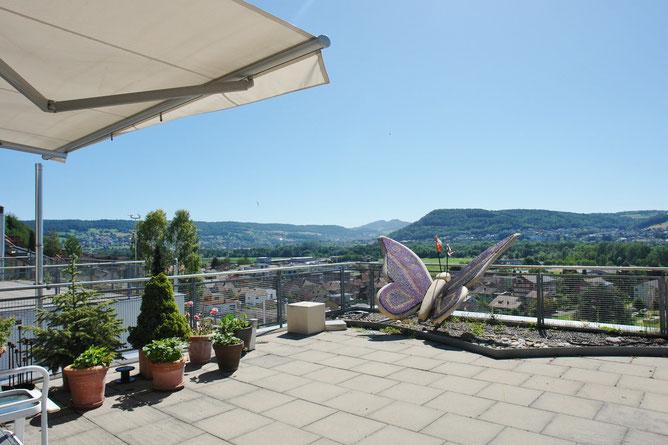 Unverbaubare traumhafte-Panorama-Aussicht auf der 77 m2 grossen Terrasse