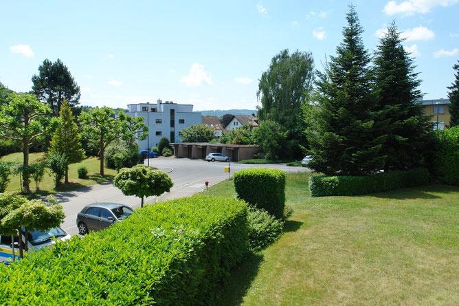 Herrliche, unverbaubare Aussicht vom Balkon sowie auch aus Wohnbereich und Zimmern