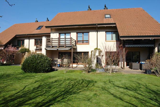 Ansicht an das Ensemble mit 4 Reihen-Einfamilienhäusern von Südwesten (Zum Verkauf: 2. Haus von rechts)