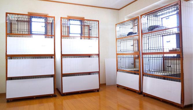 ●4階ケージです。ネコちゃんは高いところが大好き。上下運動で遊んでいただけます。