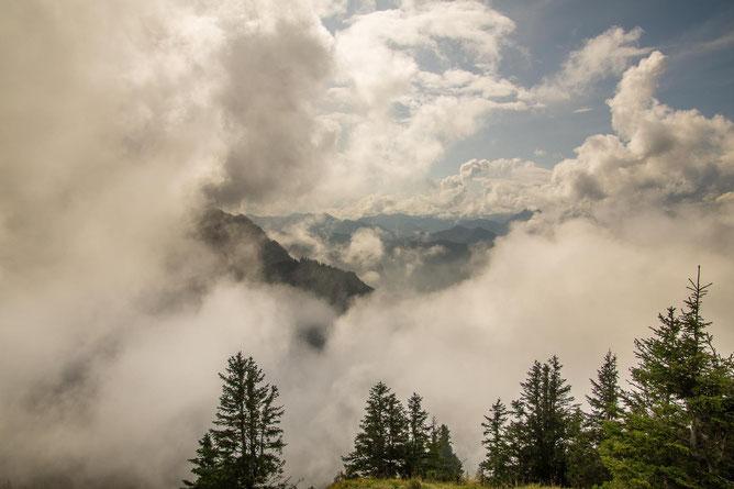 Zwischen den Wolken, über den Wolken, unter den Wolken