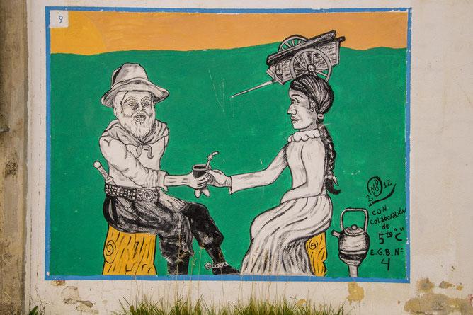 Argentinisches Ritual als Straßenkunstwerk: gemeinsames Mate-Trinken