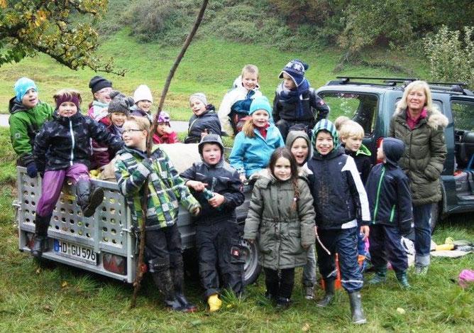 Die Kinder der Grundschule Heiligkreuzsteinach nach der Lese-Aktion