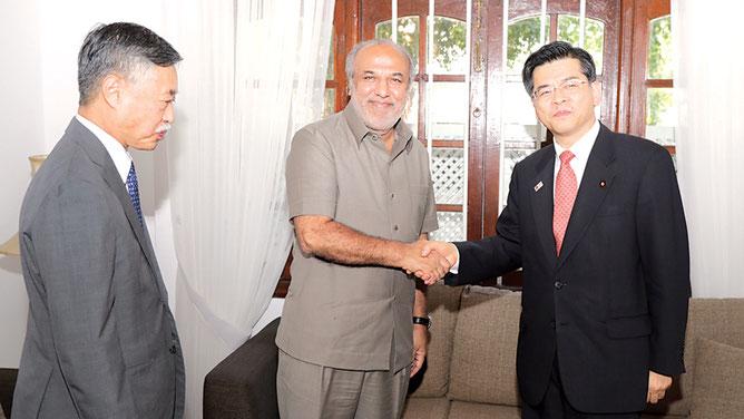 Dec. 2007. Avec S.E le Ministre Keachi ISHII et l'Ambassadeur du Japon S.E. Kenichi SUGANUMA