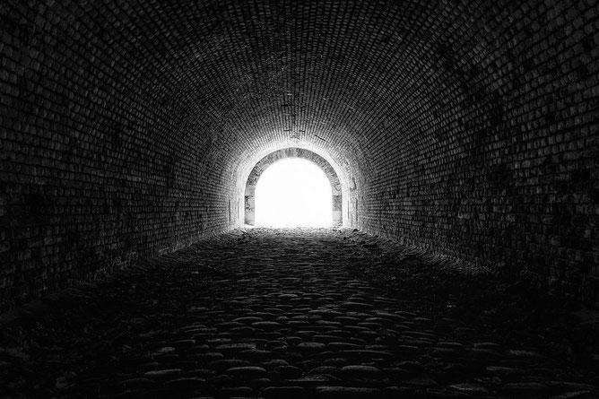 Licht am Ende des Tunnels sehen