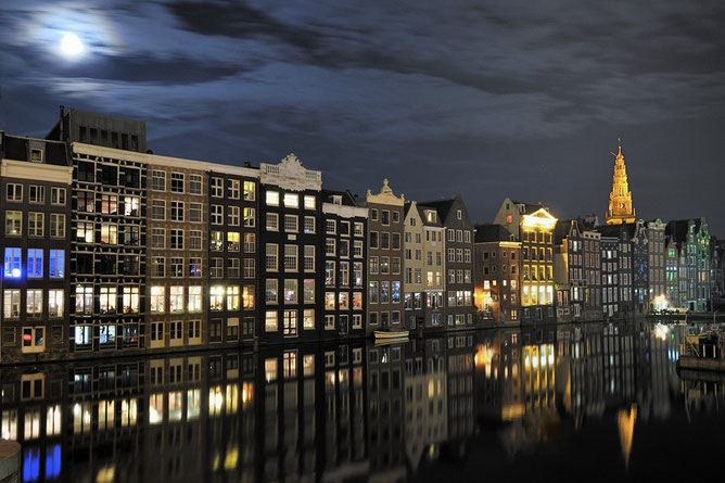 1. Amsterdam Damrak