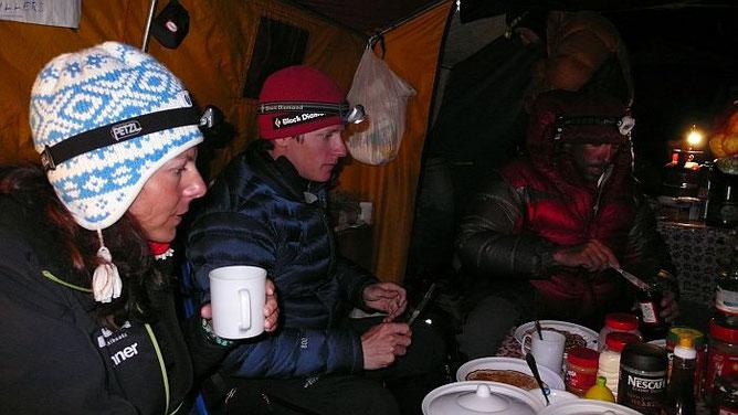 Gerlinde, David und Fabrizio beim Frühstück © R.Dujmovits