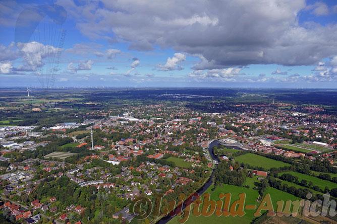 Übersicht Stadt Aurich von Süden her.