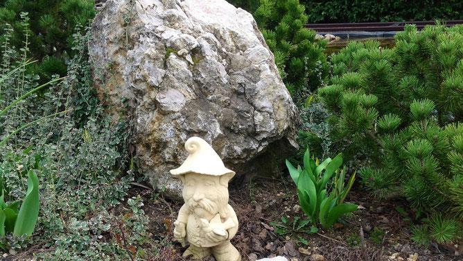 Гном-охранник-птицелов всегда на своем посту