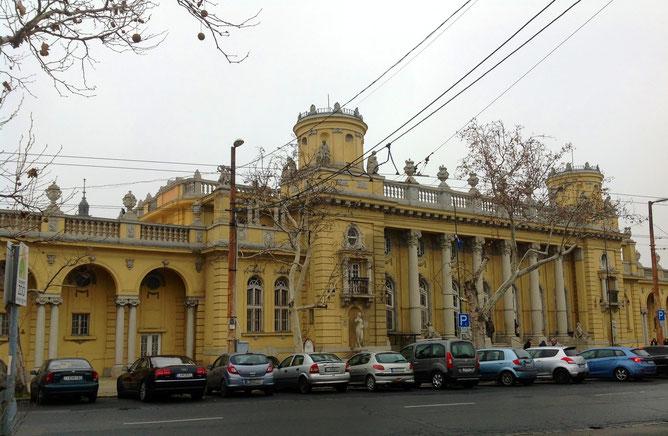 Купальня Сечени - Széchenyi gyógyfürdő. Адрес: 1146 Budapest, Állatkerti körút 9-11.