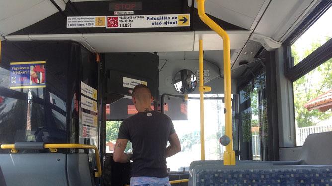 В автобусе по маршруту до города Хевиз.