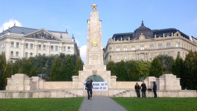 Памятник советским воинам на площади Свободы в Будапеште