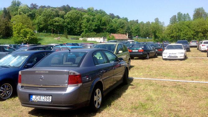 Зона парковки недалеко от выставки