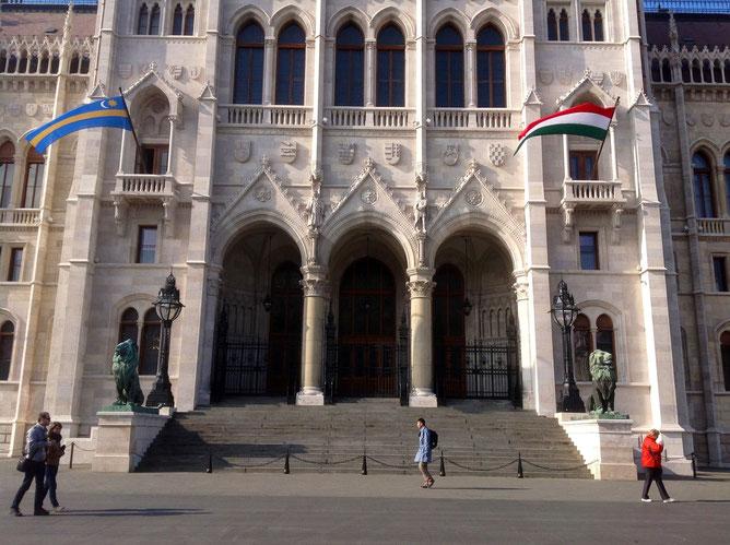 Парламент, вход в венгерский парламент