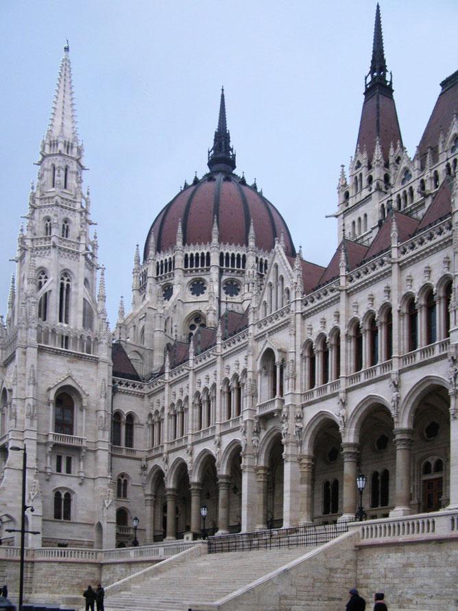 Парламент со стороны набережной