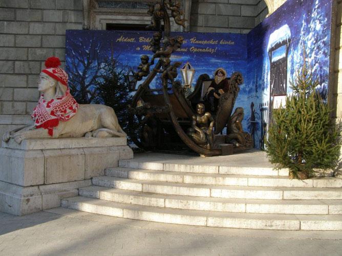 но и сфинкс, охраняющий сани Санта Клауса