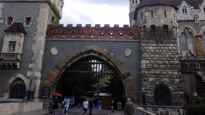 Арка-вход на замковую территорию