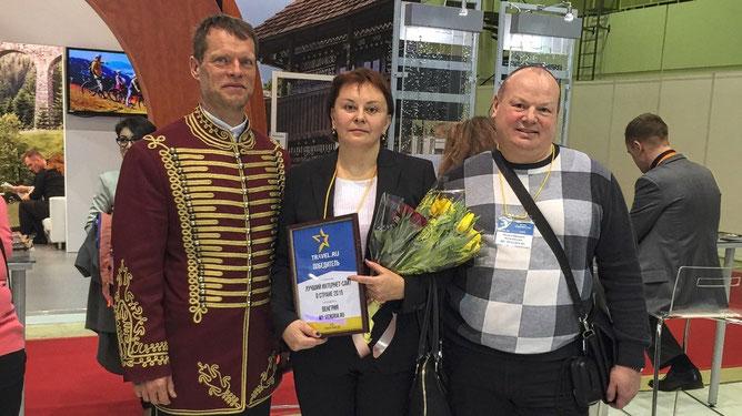 C генеральным директором венгерской компании Robinson tours, Георгием Якочем. Слева главный венгерский робинзон и гусар, а справа соавтор и любимый муж Никита.