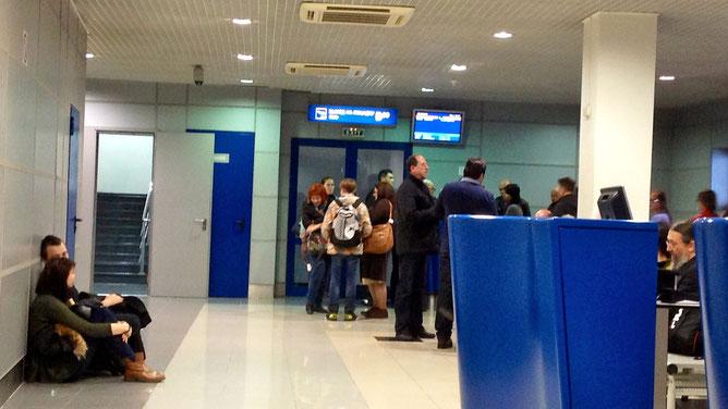 Ждем вылета в течение нескольких часов после того, как рейс был отложен