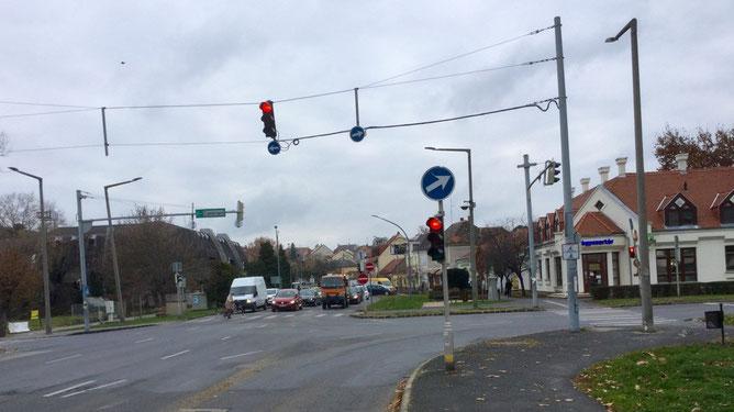 Аптека на перекрестке, справа