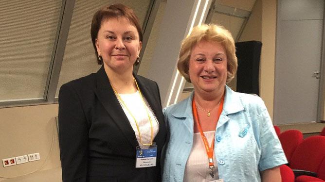 С пресс-секретарем Российского союза туриндустрии Ириной Тюриной. С чувством юмора у Ирины все в порядке. Посмеялись от души.