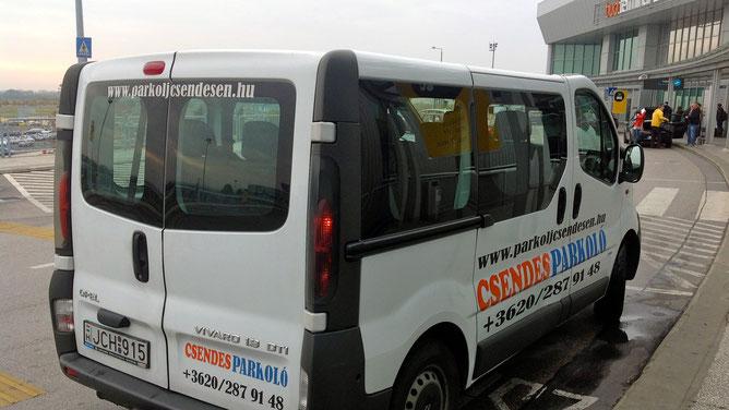 Мокроавтобус, на котором мы приехали в аэропорт с парковки. Фото увеличивается