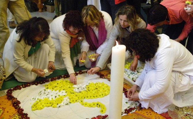 """Colocando las flores del """"lauburu"""""""