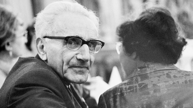 Günther Anders, filosofo tedesco. Fu marito di Hannah Arendt