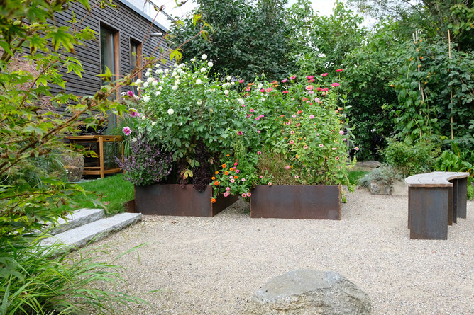 dieartigeGARTEN // August Garden - high beds with dahlias+zinnia / Kniehochbeete mit Dahlien+Zinnien aus Schwarzstahl