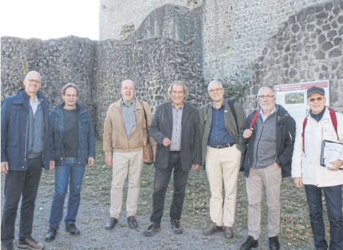 Die Burgenexperten (v.l.): Prof. Dr. Ulrich Ritzerfeld, Dr. Gerd Strickhausen, Dr. Jens Friedhoff, Dr. Jürgen Römer, Prof. Dr. Ulrich Großmann, Dr. Volker Knöppel und Bernd Klinkhardt.