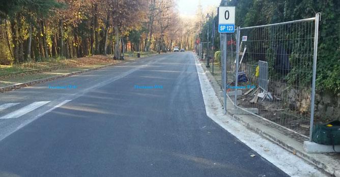 asfalto e marciapiede presso il palazzo dei congressi di Fiuggi lungo viale Quattro Giugno